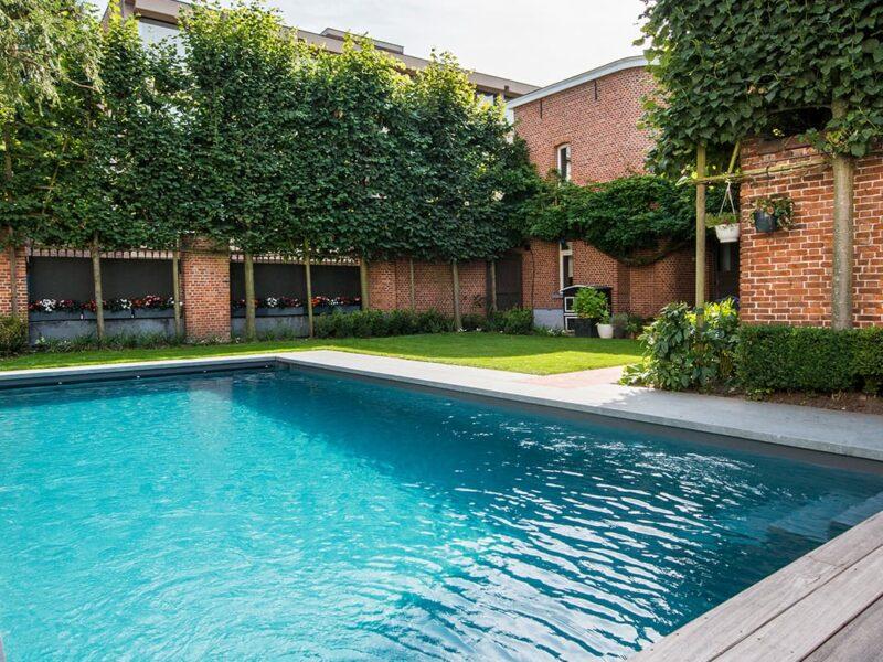 Eigen zwembad in tuin