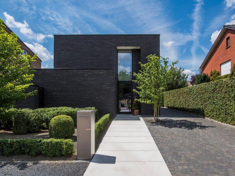 Tuinaanleg modern huis